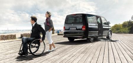 Prominenter Besuch bei Volkswagen Nutzfahrzeuge auf der REHACARE.