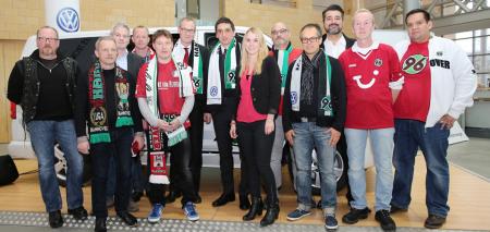 Hannover-96-Cheftrainer beantwortet Mitarbeiterfragen.
