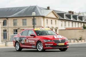 Prominent Appearance: New ŠKODA Superb is 'Red Car' in Tour de France 2015