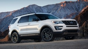 Ford shows Explorer two ways in Chicago