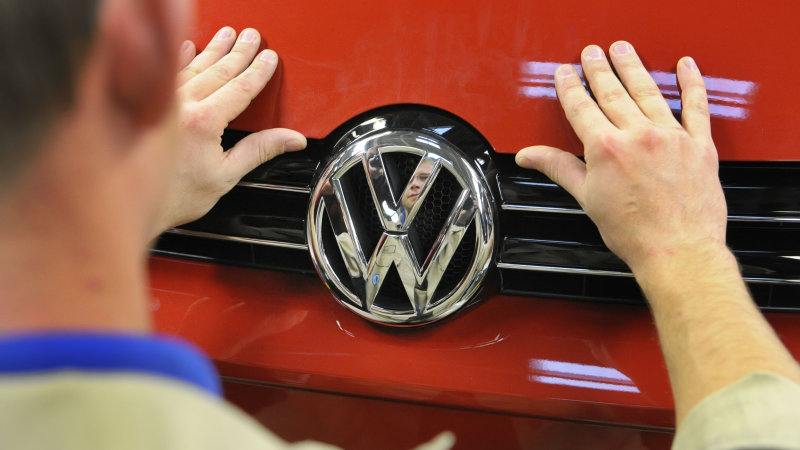 VW diesel scandal wrap up: New Jersey sues, report delayed