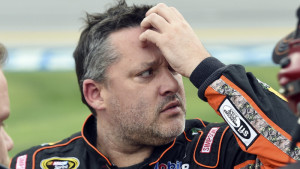 Stewart will miss start of Sprint Cup season with fractured vertebra