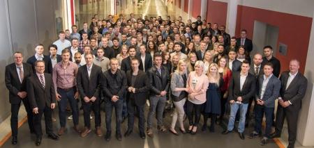 Prüfung bestanden! 120 neue Mitarbeiter.